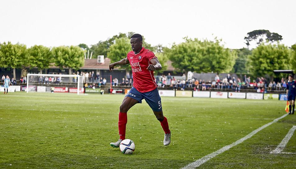 Mousa no va poder evitar el descens de la UE Olot a Tercera Divisió.