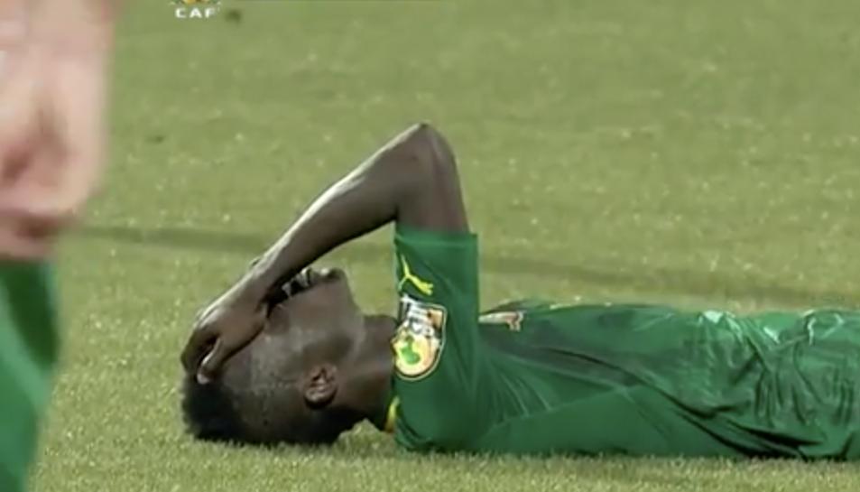 Imatge d'un vídeo amb la Mohamed Djetei amb la seva selecció.
