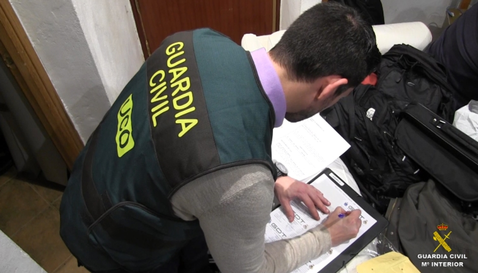 Un registre domiciliari a Tarragona per tinença i distribució de pornografia infantil