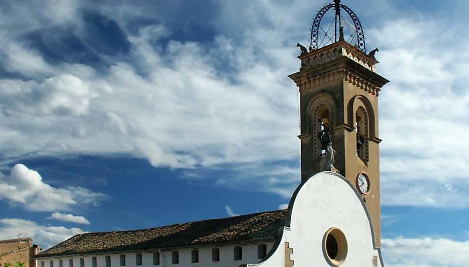 Imatge de l'església i el campanar de Xerta.