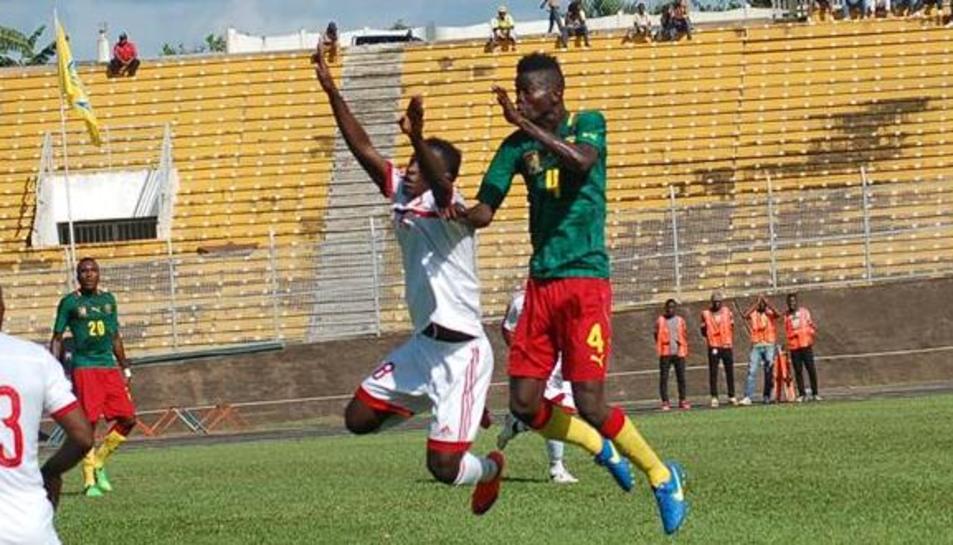 El futbolista, jugant amb Camerún