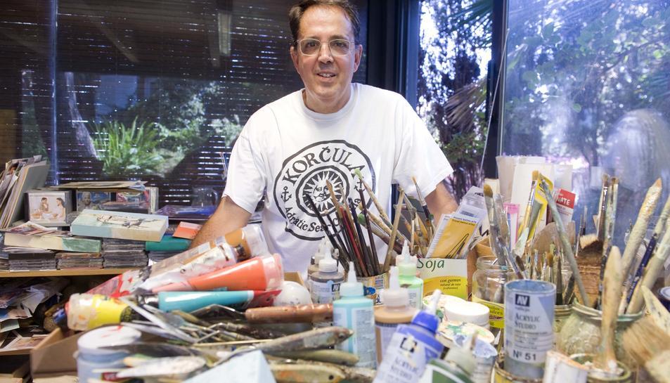 Tornè a l'estudi de casa seva, on s'inspira i realitza les creacions.