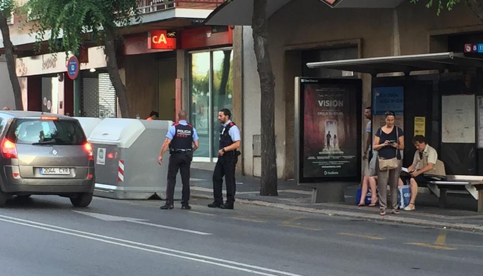 Imatge d'agents de policia a la Rambla Vella de Tarragona