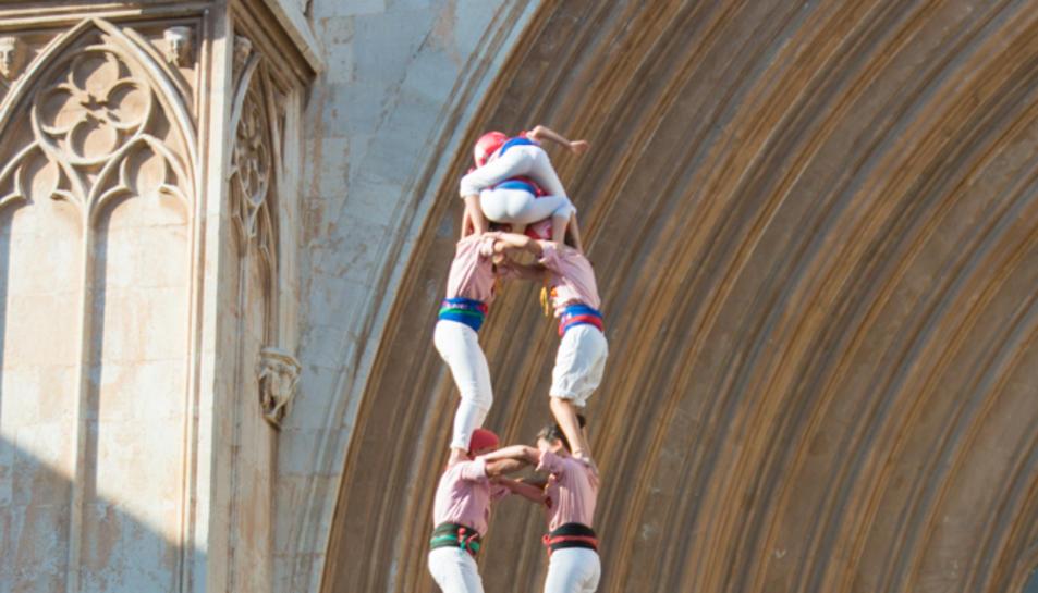2de8 amb folre dels Xiquets de Tarragona a la diada del Pla de la Seu.