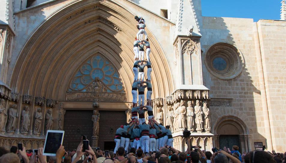 3de9 amb folre dels Castellers de Sants a la diada del Pla de la Seu.
