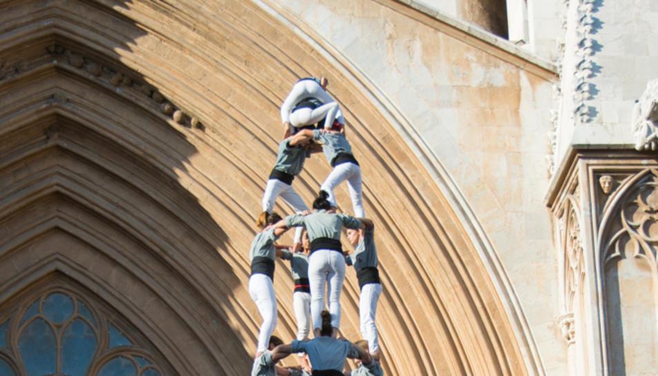 4de9 amb folre dels Castellers de Sants a la diada del Pla de la Seu.