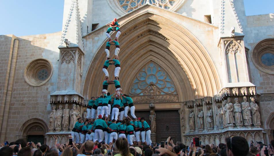 2de9 amb folre i manilles dels Castellers de Vilafranca a la diada del Pla de la Seu.