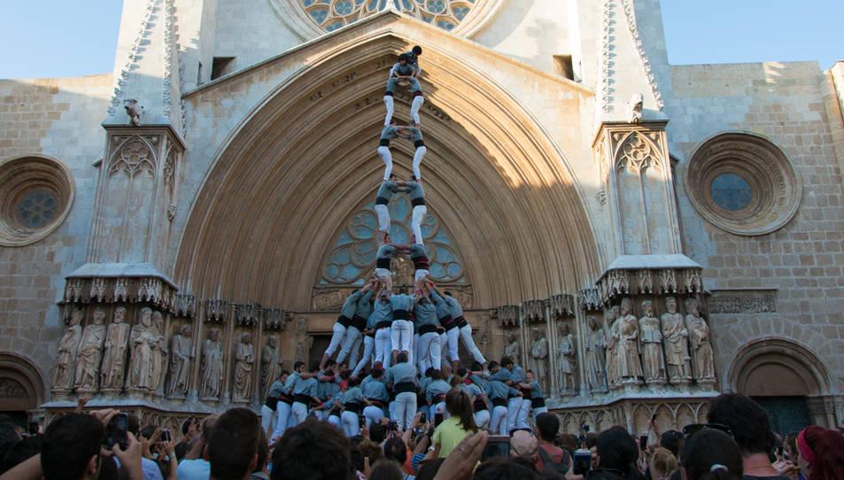 2de9 amb folre i manilles dels Castellers de Sants a la diada del Pla de la Seu.