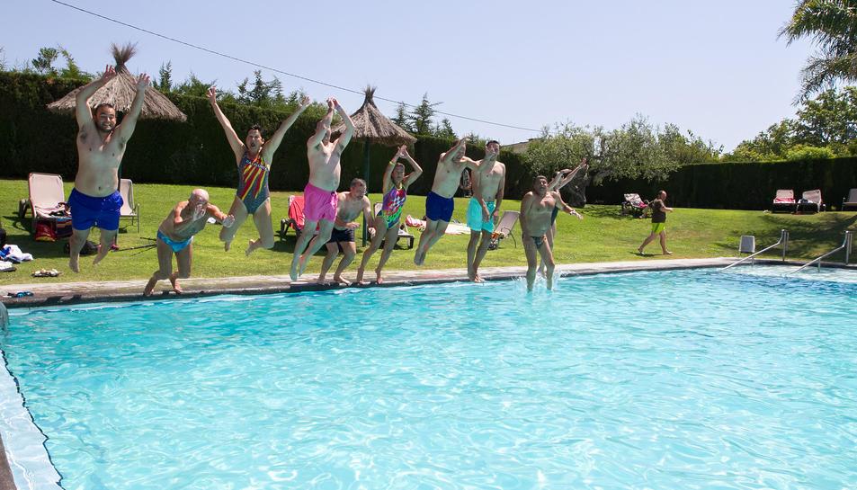 El salt pel Mulla't a la piscina del Club de Tennis Monterols de Reus