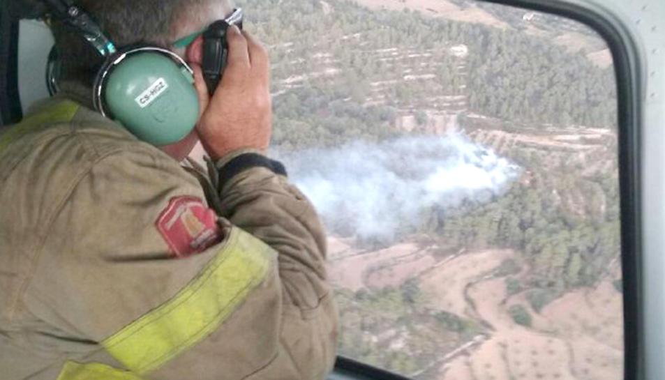 Quatre incendis simultanis per llamps a les Terres de l'Ebre