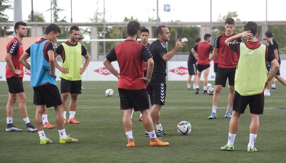 Martín Posse, al centre de la imatge, donant instruccions als seus jugadors.