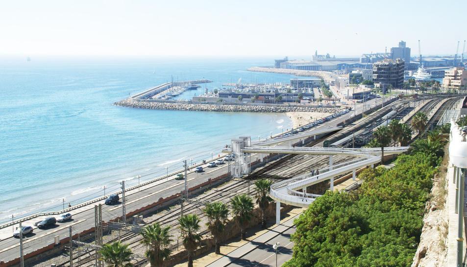 Les obres de la passarel·la que creuarà les vies de tren començaran el 3 d'octubre