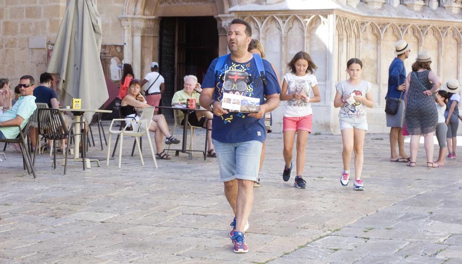 Alerten del robatori de carteres a turistes als voltants de la Catedral