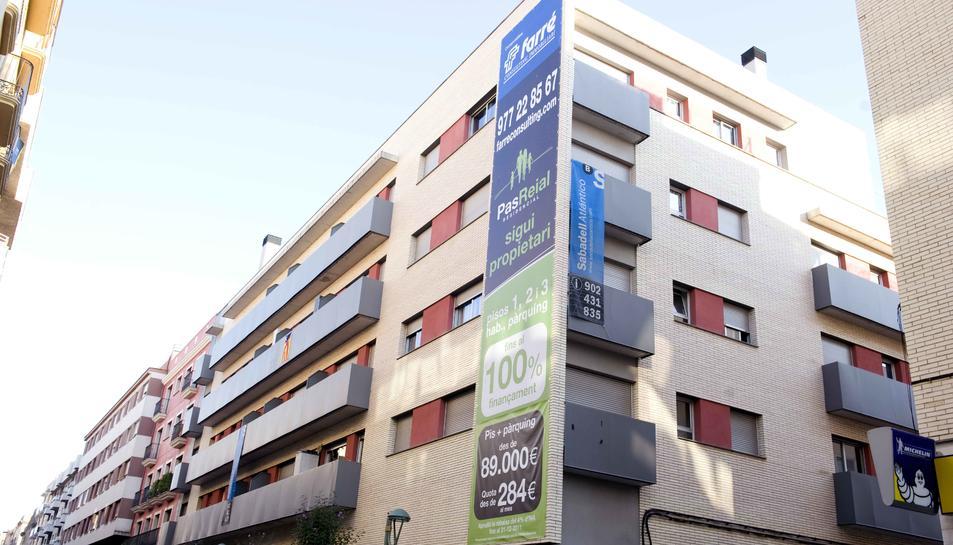 L'Ajuntament desestima 40 recursos dels bancs que tenen pisos buits
