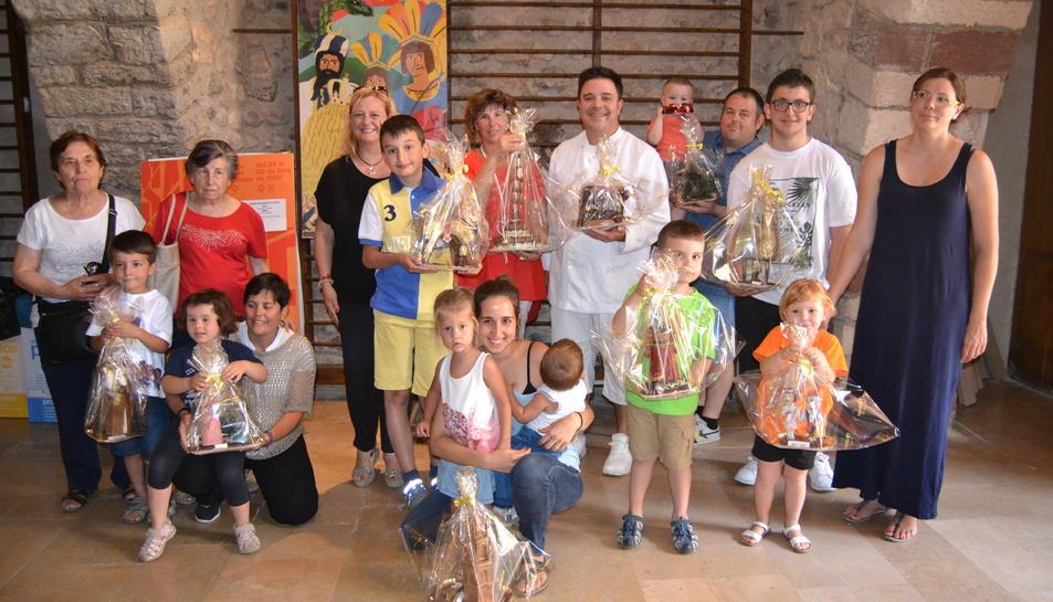 Imatges dels premiats amb les figures de xocolata.