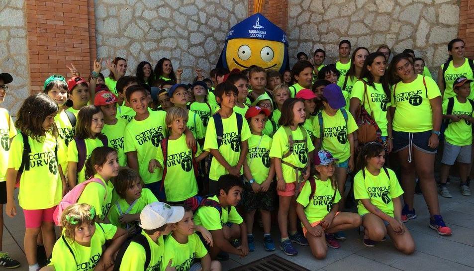 Els nens del Campus d'Estiu de la URV reben la visita del Tarracvs