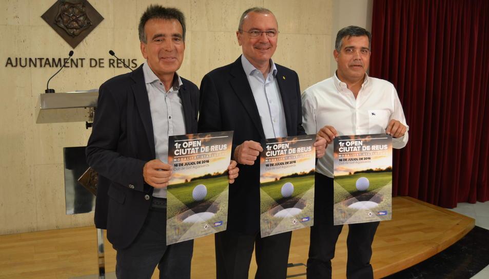 El president del club, l'alcalde i el regidor d'Esports.