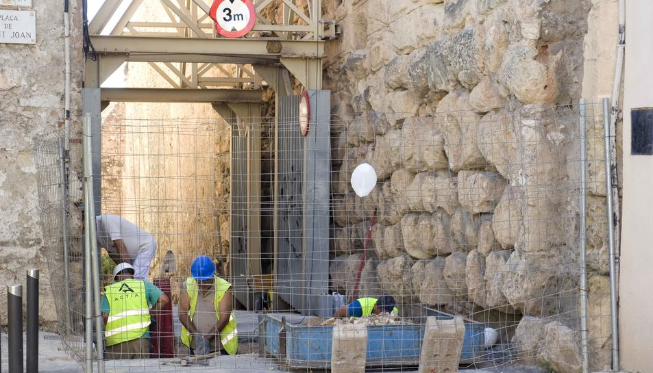 La reforma de la muralla causa problemes en la circulació de la Part Alta