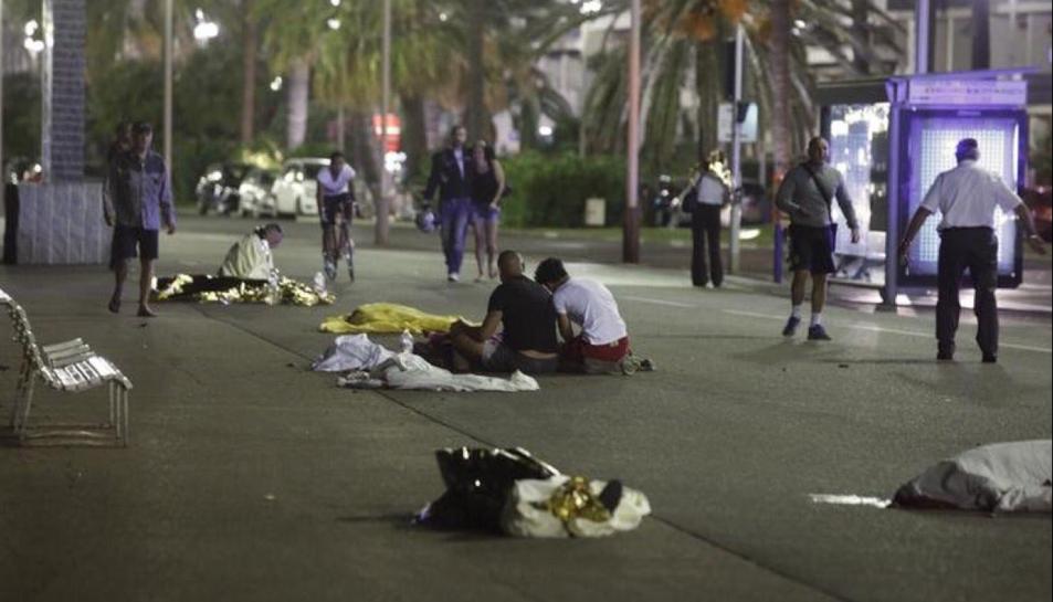 Un camió a provocat una matança de vianants a Niça.