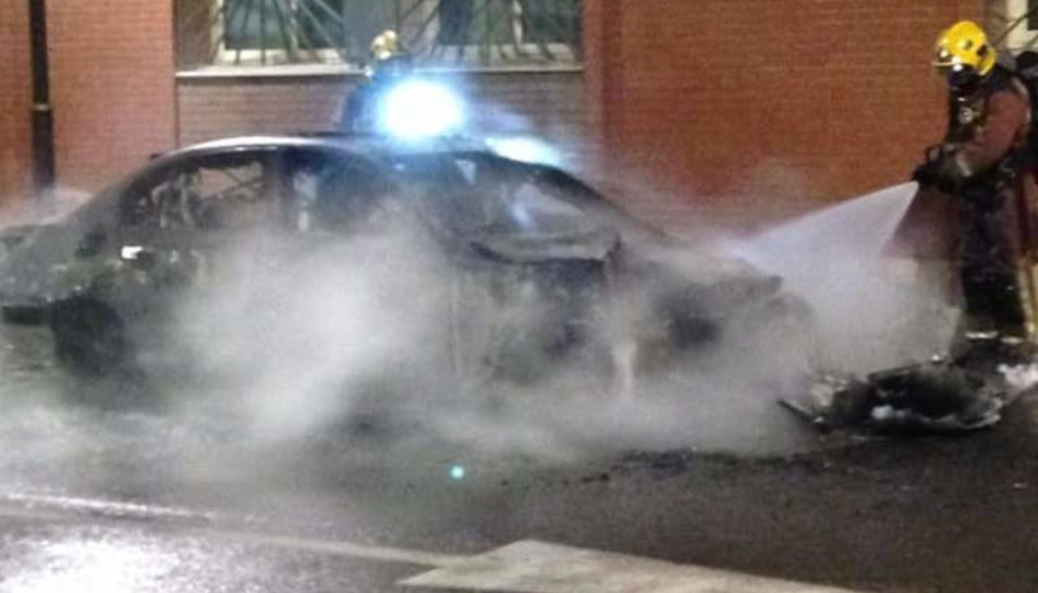 Un cotxe s'incendia a Torreforta