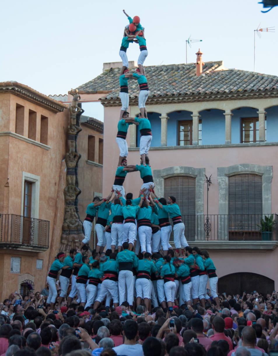 2de9 amb folre i manilles dels Castellers de Vilafranca a la Diada de les Cultures.