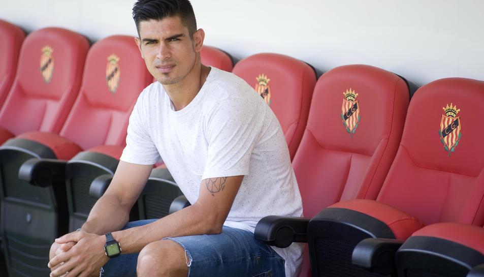 Xisco Campos, seient per última vegada (com a futbolista) a la banqueta local del Nou Estadi.