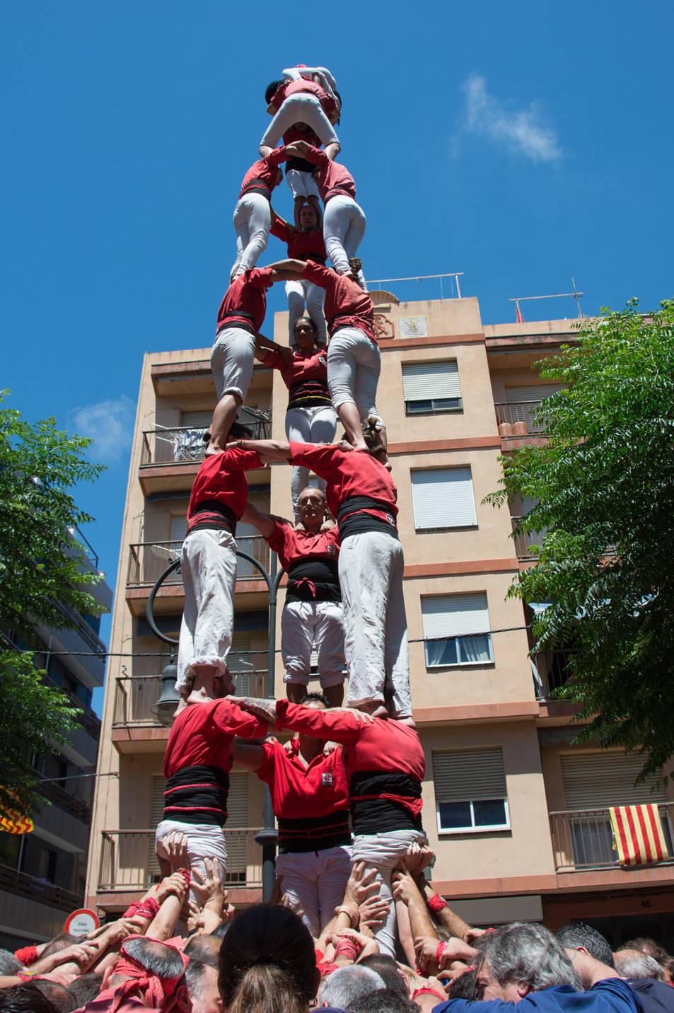 3de8 dels Castellers de Barcelona a la diada de la Verge del Carme.