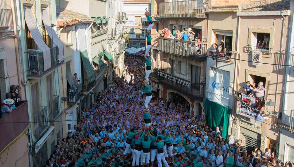 Pilar de 7 amb folre dels Castellers de Vilafranca a la Diada del Quadre de Santa Rosalia.