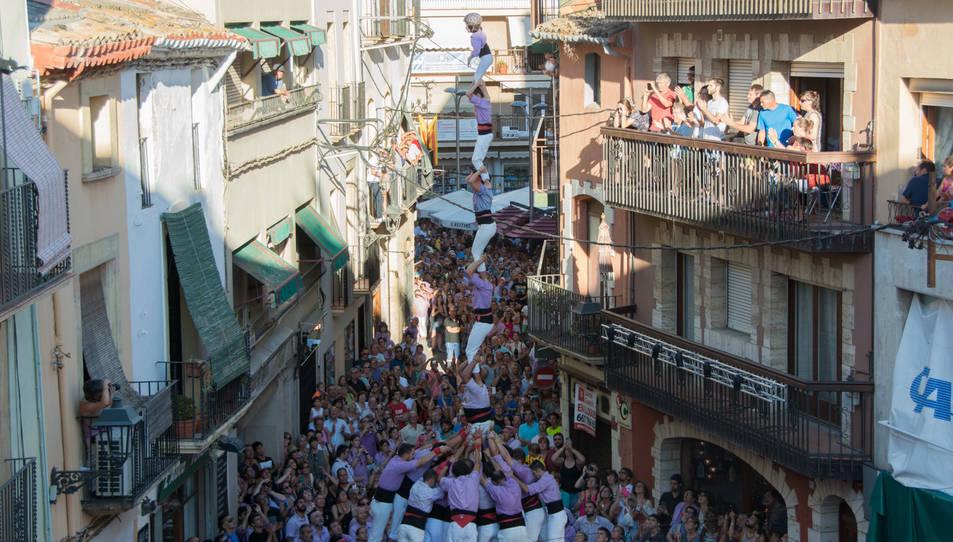 Pilar de 7 amb folre de la Colla Jove de Tarragona a la Diada del Quadre de Santa Rosalia.