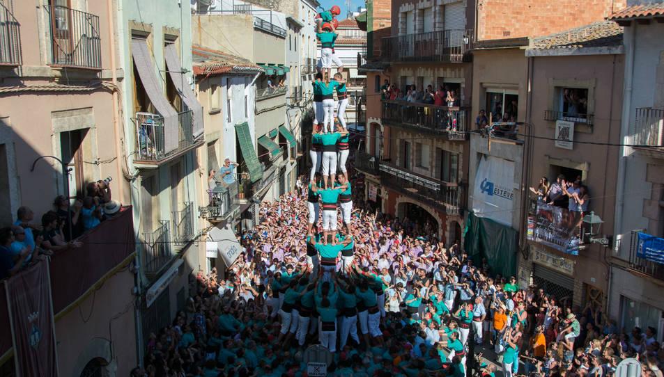 3de9 folrat dels Castellers de Vilafranca a la Diada del Quadre de Santa Rosalia.