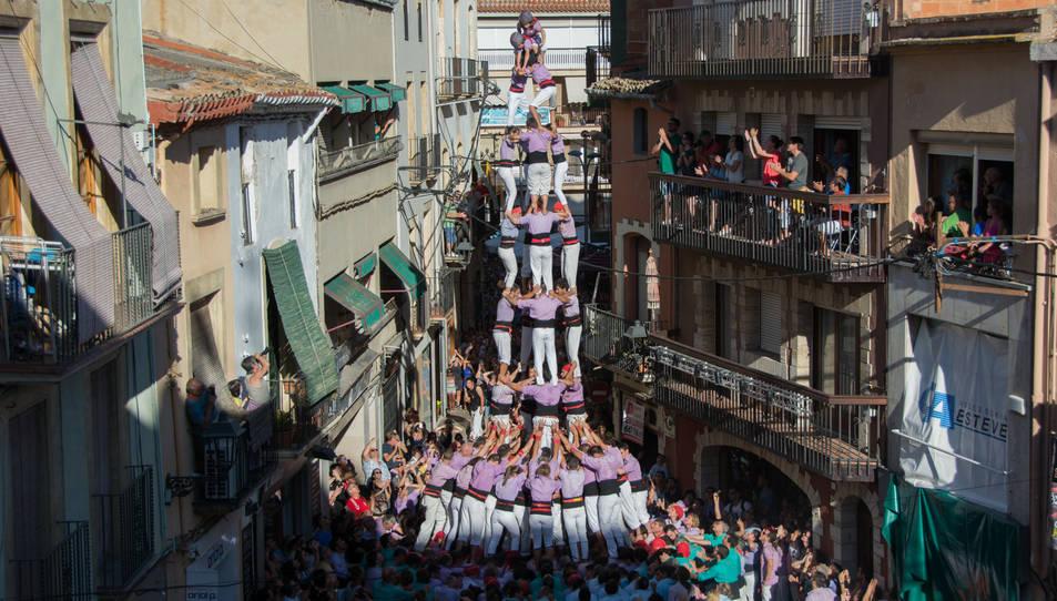 4de9 amb folre de la Colla Jove de Tarragona a la Diada del Quadre de Santa Rosalia.