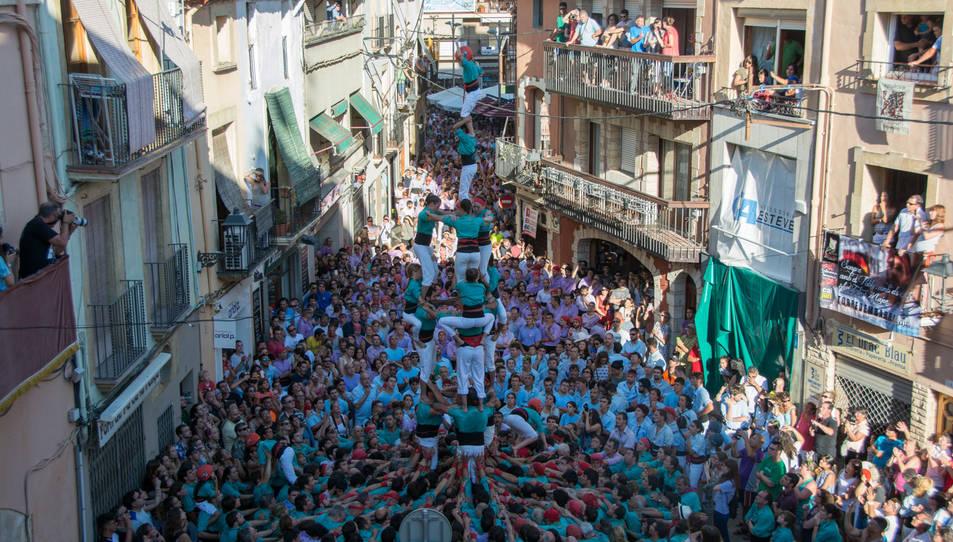 3de8 amb el pilar dels Castellers de Vilafranca a la Diada del Quadre de Santa Rosalia.