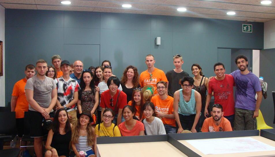 El Camp de Treball de la Riera de la Boella aplega una trentena de joves de 10 nacionalitats diferents a la Canonja