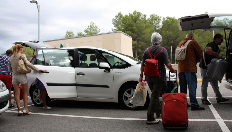 Els taxis de la ciutat volen igualtat a l'hora d'operar a l'estació de l'AVE