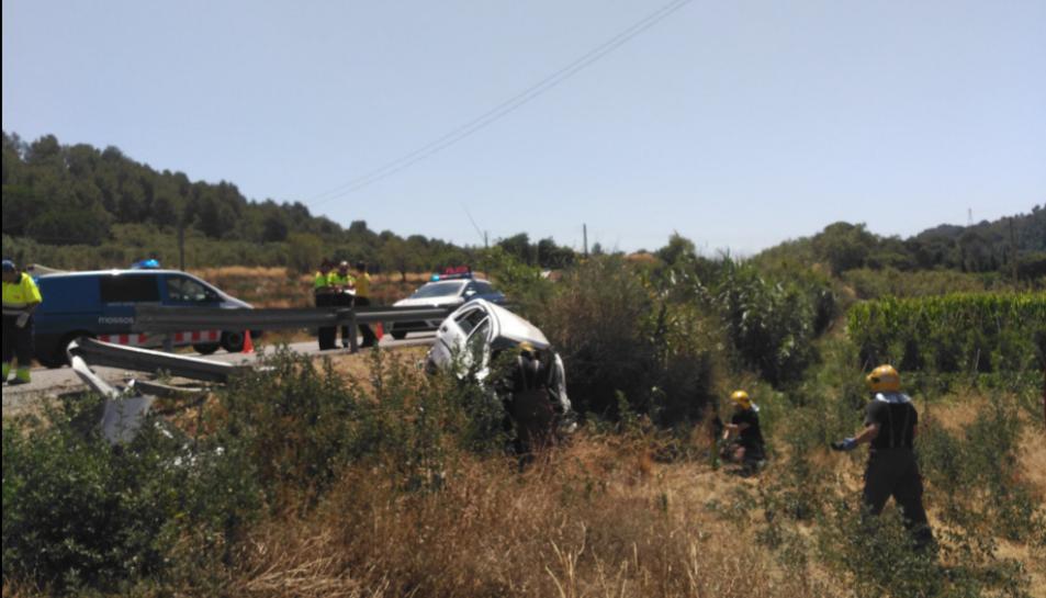 Rescaten una noia de l'interior del seu cotxe, després de patir un accident a Alforja