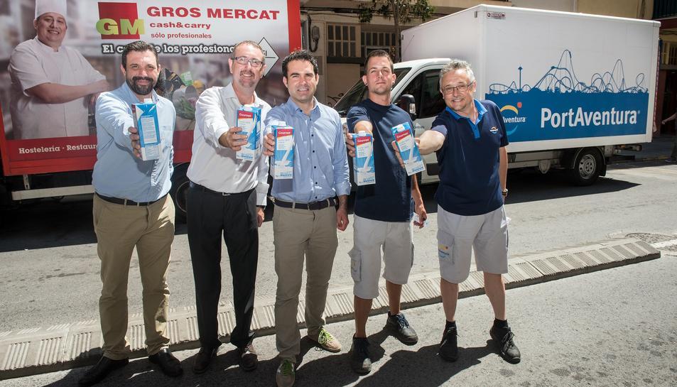 La campanya permet entregar la llet al Banc d'Aliments