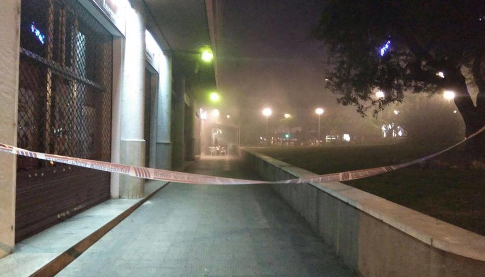 La zona ha estat tancada i el fum s'ha escampat arreu.