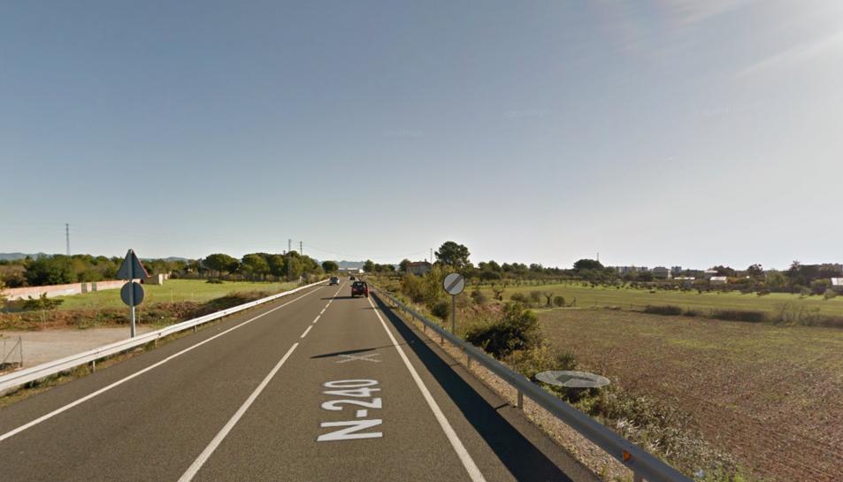 Bolca un vehicle a l'N-240 a Valls en topar contra un animal