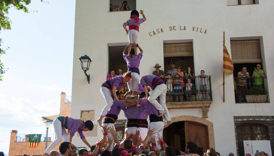 3de6 amb el pilar dels Castellers d'Altafulla a la diada de festa major de La Riera.