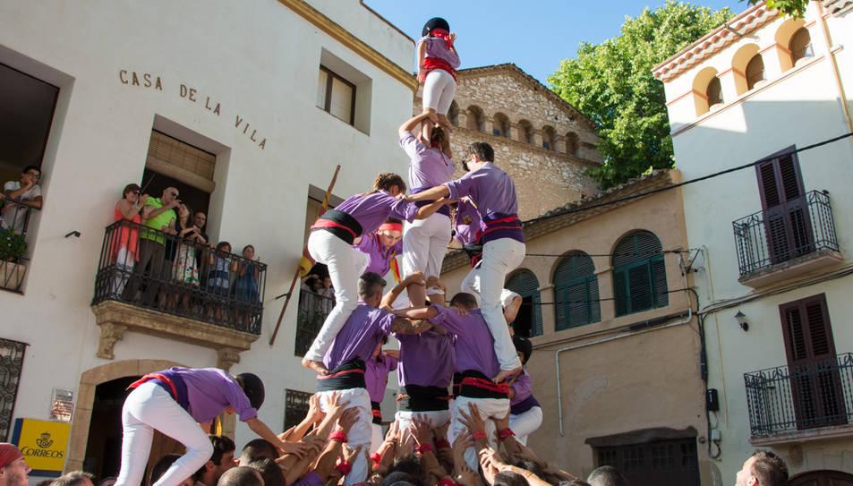 4de6 amb el pilar dels Castellers d'Altafulla a la diada de festa major de La Riera.