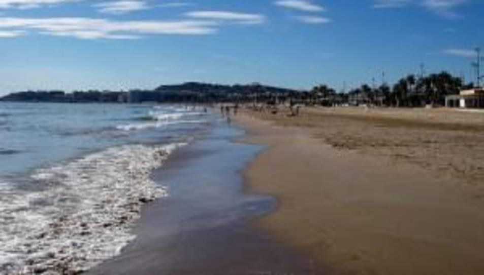 Mor una dona de 75 anys ofegada a la platja de la Pineda