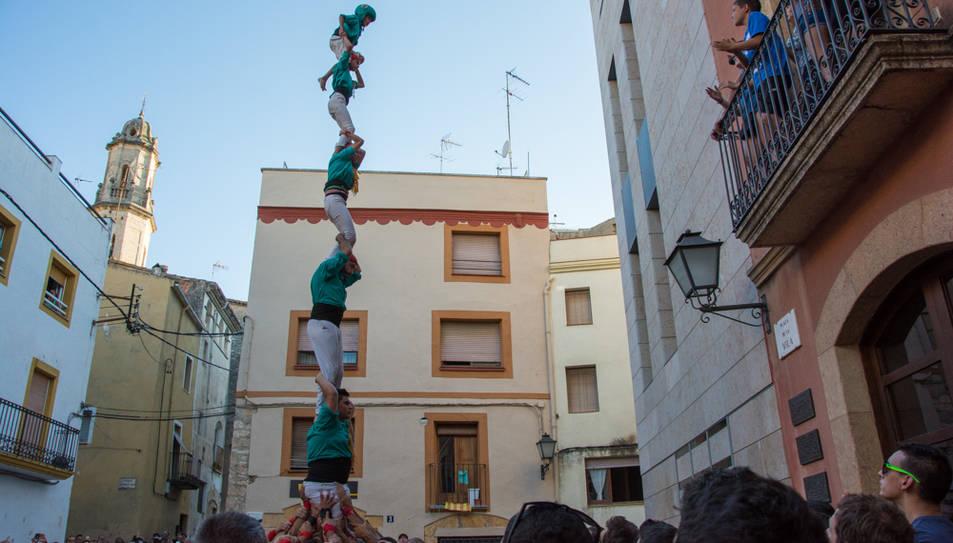Pilar de 6 dels Castellers de Sant Pere i Sant Pau a la diada del Catllar.