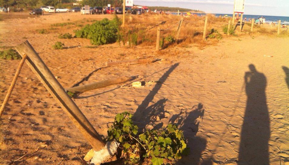 Boicotegen el tancat de l'aiguamoll de la platja Llarga