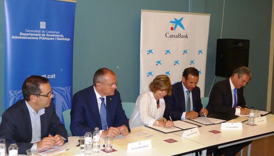 CaixaBank cedeix 32 habitatges buits de la demarcació a la Generalitat per a ús social