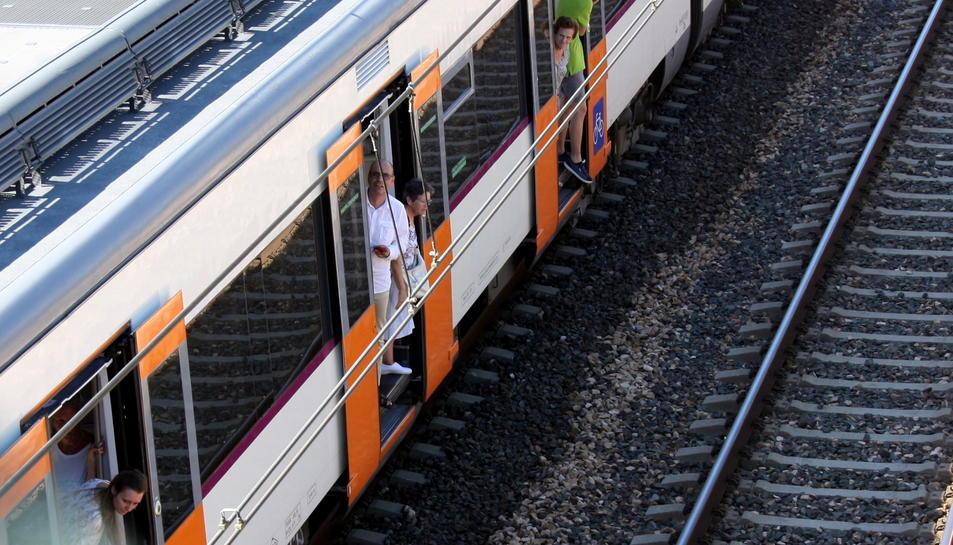 Trens Dignes creu que s'han mantingut «segrestats» els passatgers per evitar la imatge de l'evacuació