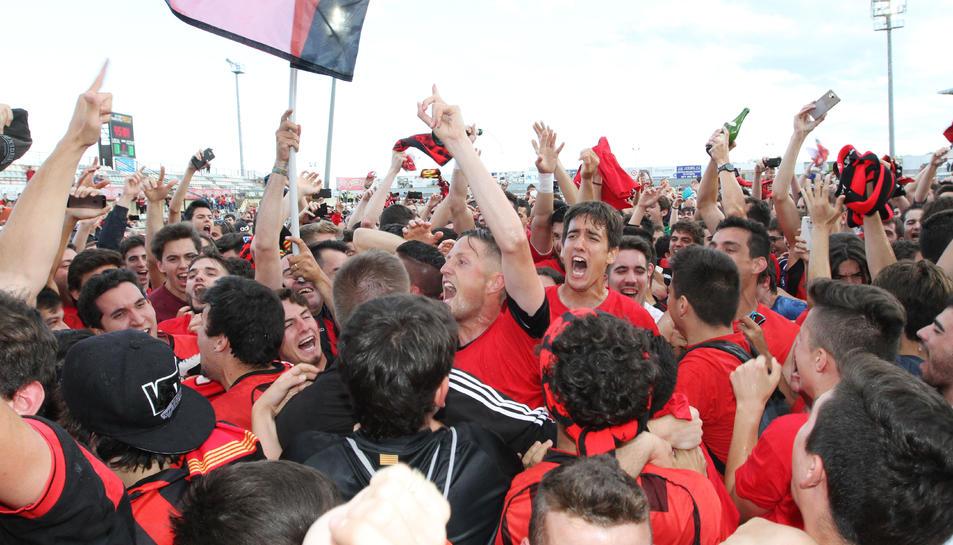 El futbol tornarà al feu roig-i-negre 90 dies després de la consecució de l'ascens contra el Racing.