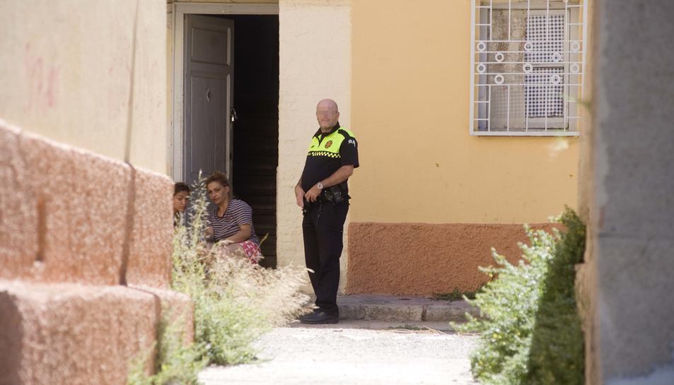 Una baralla entre dues famílies romaneses alarma als veïns del Serrallo