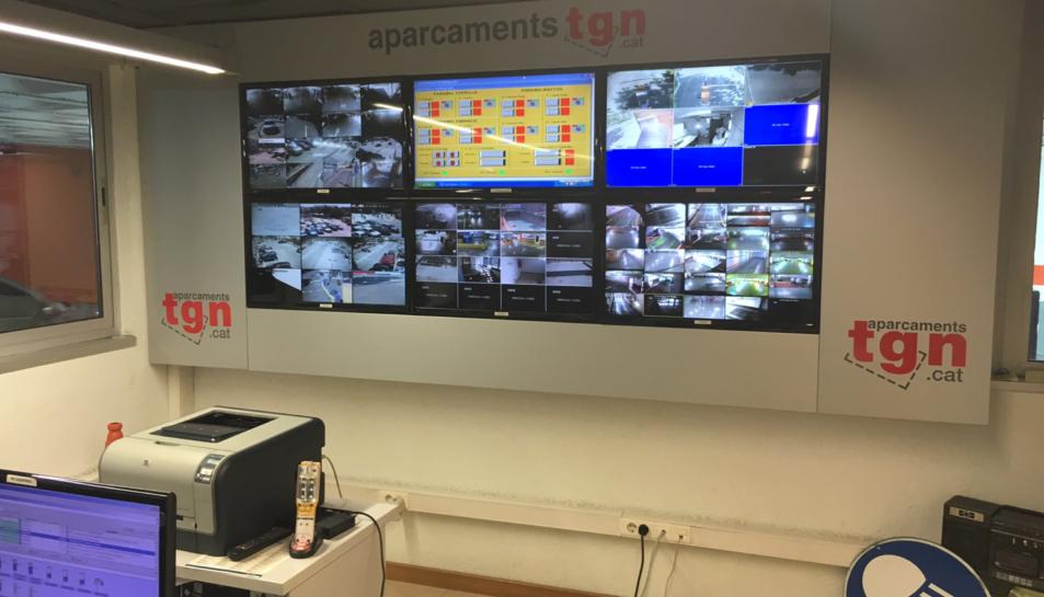 Sala de control i vigilància d'un aparcament municipal de Tarragona.