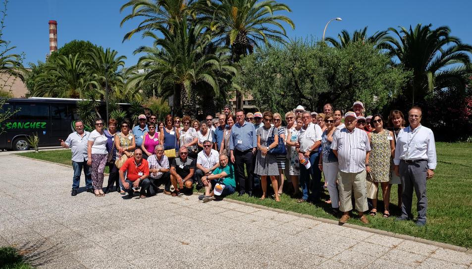 Imatge dels veïns de la Pobla que van participar a la visita.