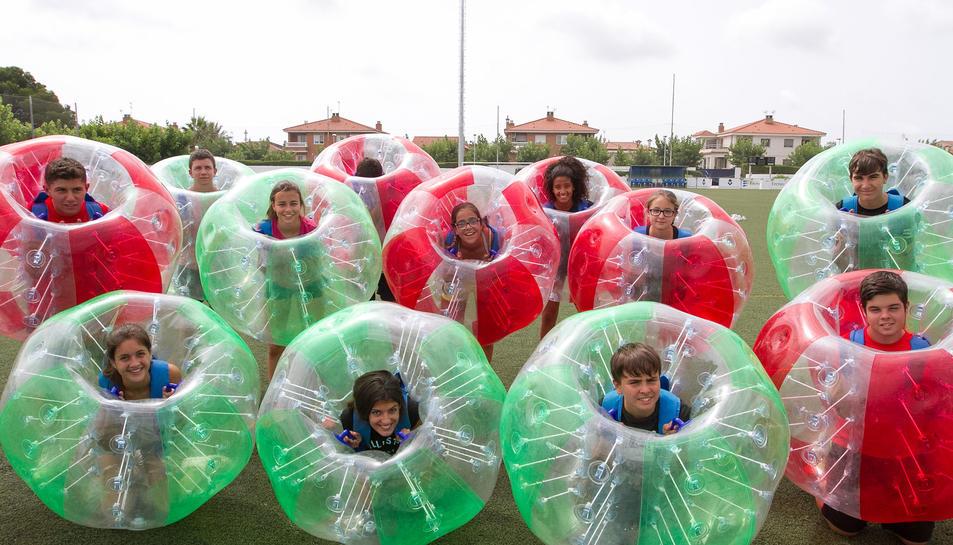 Els joves de l'ExtiuExtrem han pogut provar les Bumper Balls.
